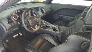 Dodge Challenger SRT Hellcat – interiér 1